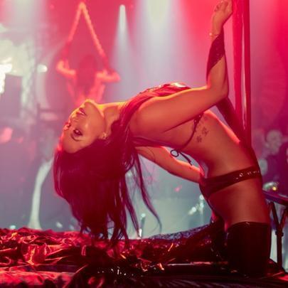 Диана Шурыгина танцует стриптиз. Секс видео с Шурыгиной!